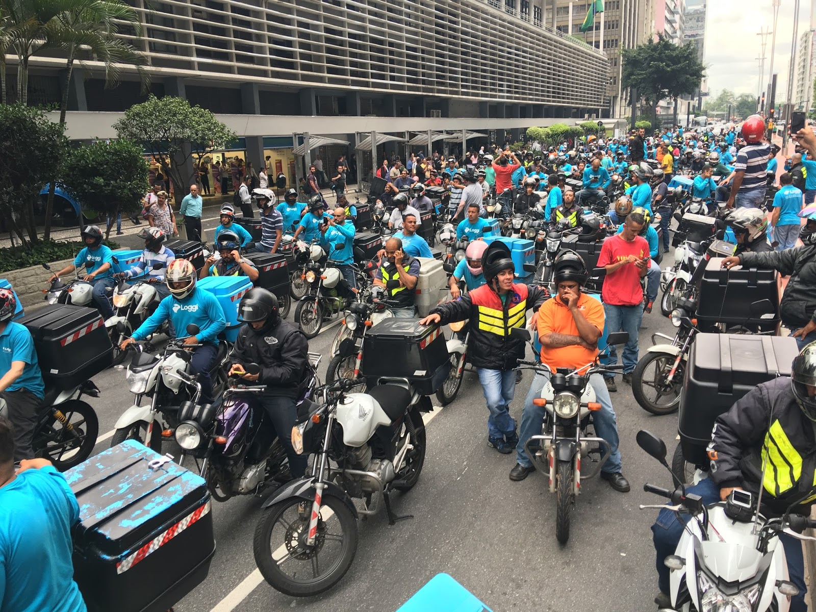 Luta nos aplicativos: paralisação dos motoboys da Loggi em São Paulo