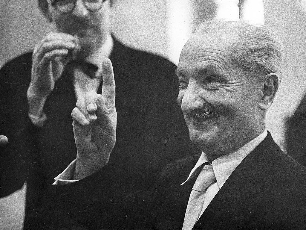 Os nazistas e a desconstrução: a demolição de Derrida por Jean-Pierre Faye