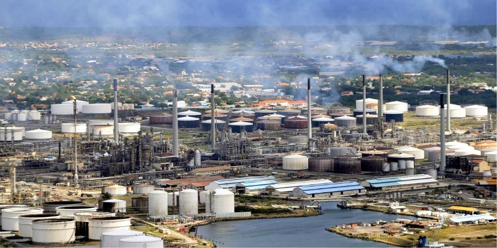 Resultado de imagem para refinaria de Isla  Curaçao