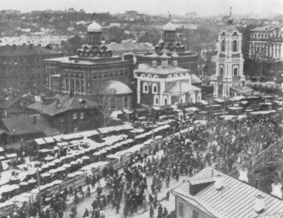 A sukharevka, a maior feira de Moscou. A palavra era também usada para designar a compra e venda privada (Illiustrirovannaia Rossiia , no. 50, 1926, p. 1)