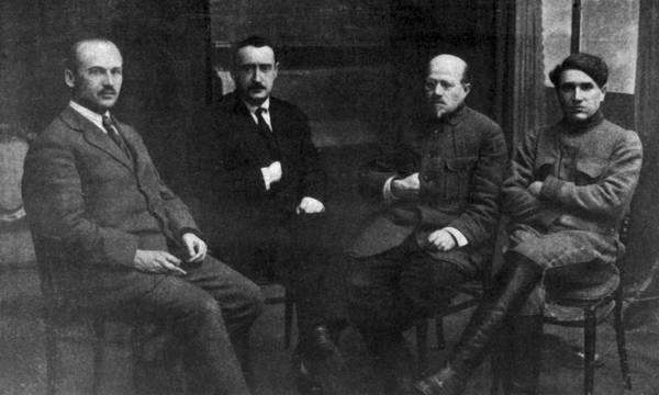 Mirsaid Sultan-Galiev e comissários do Narkomnats em 1923