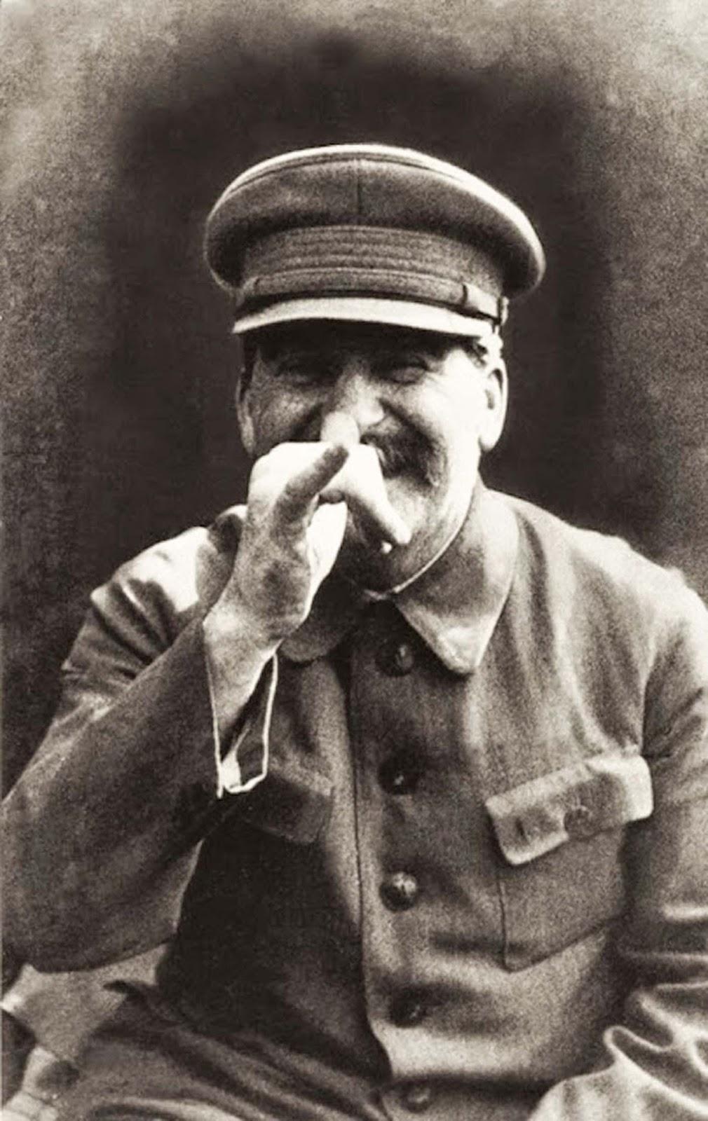 Stálin fotografado por seu chefe de segurança, Nikolái Sídorovich Vlásik, em data desconhecida