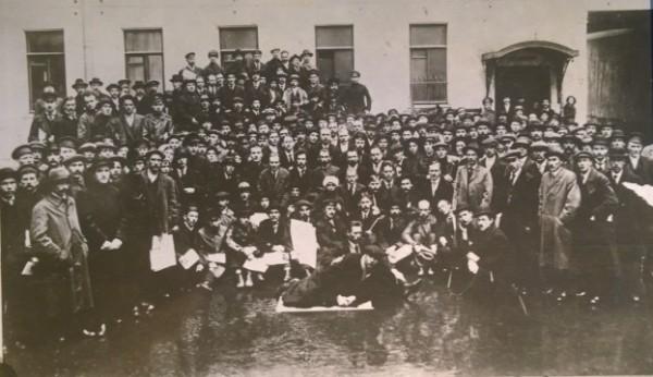 Participantes da 1ª Conferência Pan-Russa de Comitês de Fábrica (12-16 jun. 1917)