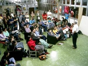 Estudantes reunidos em ativididade auto-organizada sobre Zapatismo, em 2006.