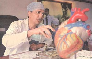 O Dr. Devi Shetty, especialista em cirurgia no coração e nos custos
