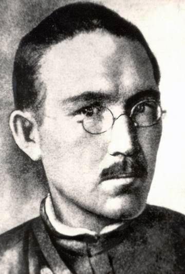 Ahmet-Zaki Ahmetshahovich Validov (na Rússia) ou Zeki Velidi Togan (no Bascostorstão e na Turquia) (1890-1970), nacionalista basquir, líder revolucionário basmaqui e depois, no exílio, historiador e turcólogo