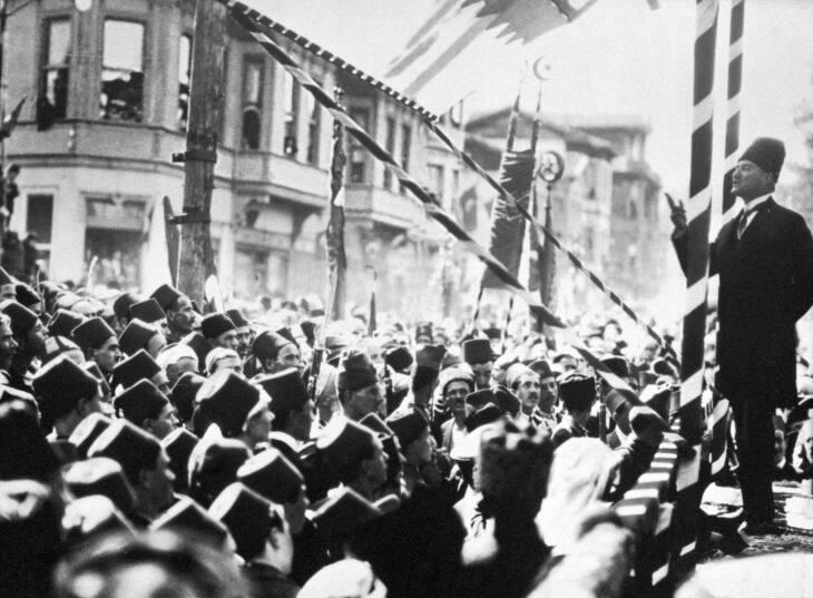 Mustafa Kemal, chefe do «bastião avançado do Oriente revolucionário»