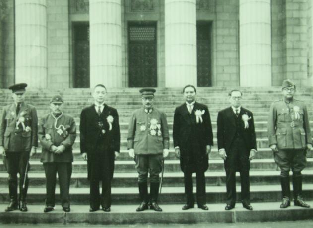 Chefes de Estado e de governo da Esfera da Co-Prosperidade num encontro com o primeiro-ministro japonês