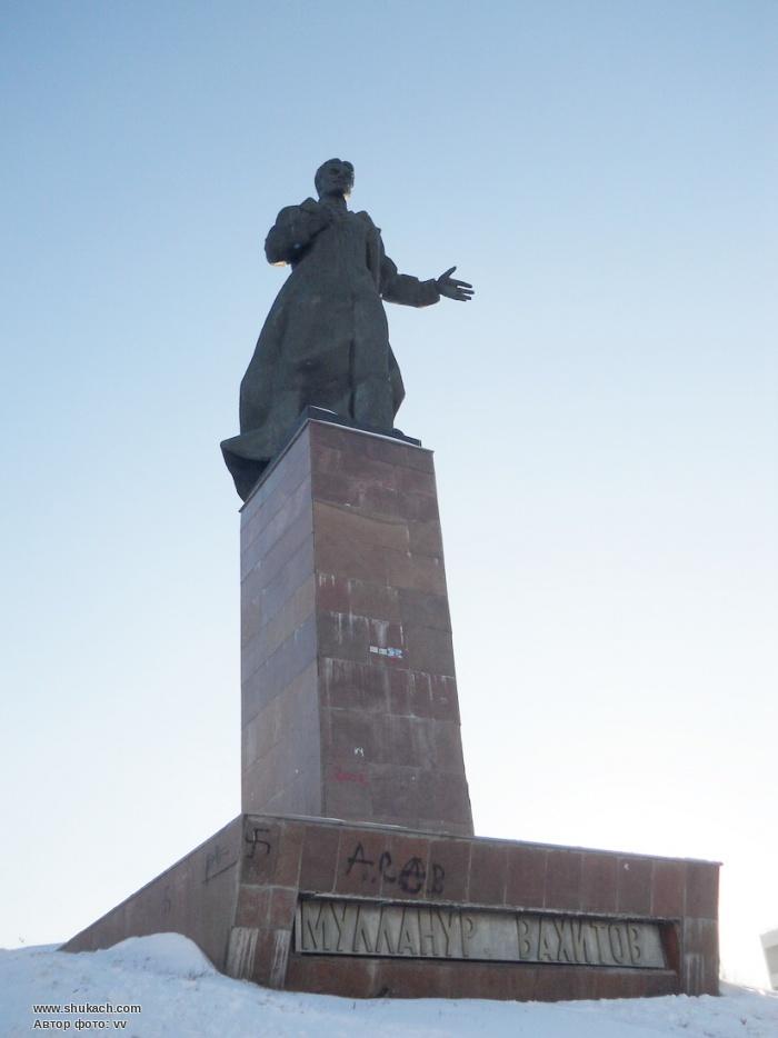 Monumento a Mullanur Mullazjanovich Vahitov em Cazã, no Tartaristão (Rússia)