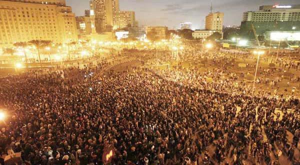 Janeiro de 2011 na Praça Tahrir (Cairo, Egipto)